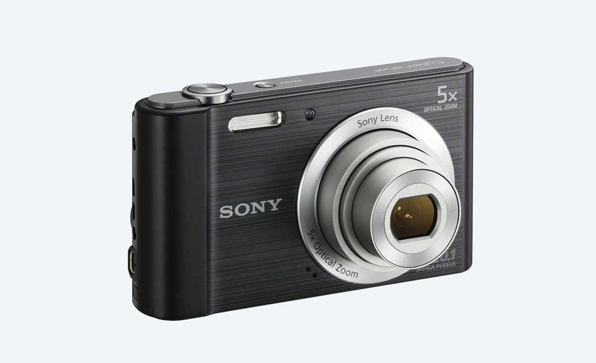 Sony W800 Digital Camera with 5x Optical Zoom | 50 Creative Gifts for Digital Artists and Painters, on Paintable.cc
